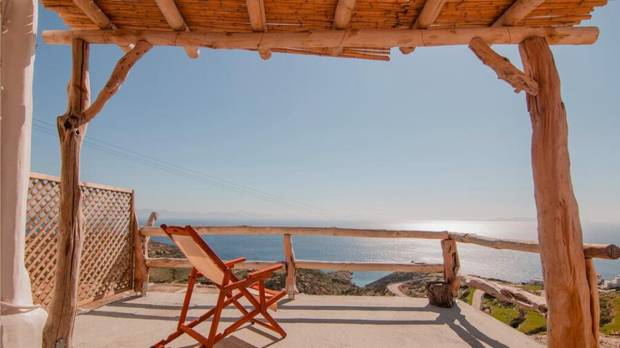 Small Cyclades islands discreet charm